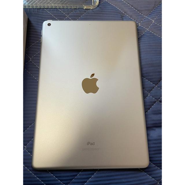 Apple(アップル)の【美品】APPLE iPad 32GB 第8世代 2020 シルバー WiFi スマホ/家電/カメラのPC/タブレット(タブレット)の商品写真