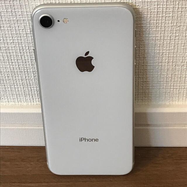 Apple(アップル)のiphone8 64gb シルバー SIMフリー ほぼ未使用 スマホ/家電/カメラのスマートフォン/携帯電話(スマートフォン本体)の商品写真