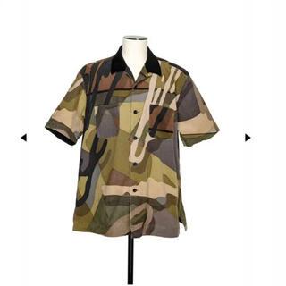 sacai - sacai kaws camoシャツ