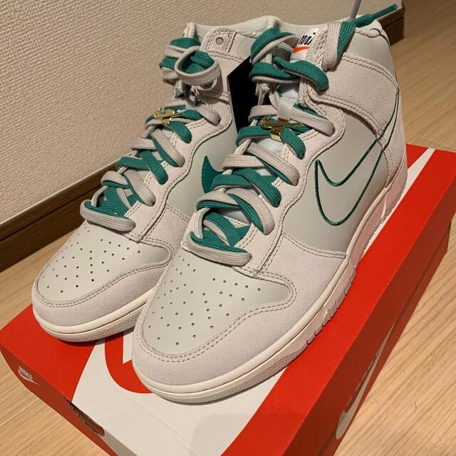 NIKE(ナイキ)のNike Dunk High SE メンズの靴/シューズ(スニーカー)の商品写真