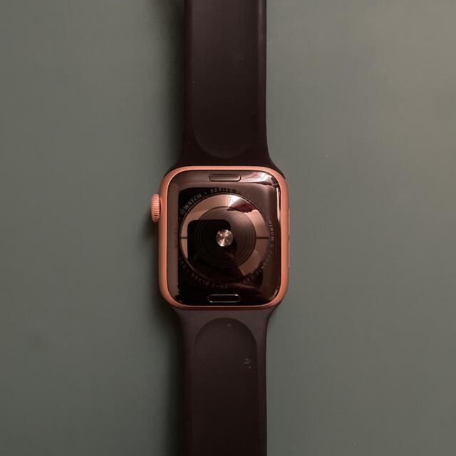 Apple Watch(アップルウォッチ)のAPPLE WATCH series 5 40mm ゴールド GPSモデル メンズの時計(腕時計(デジタル))の商品写真