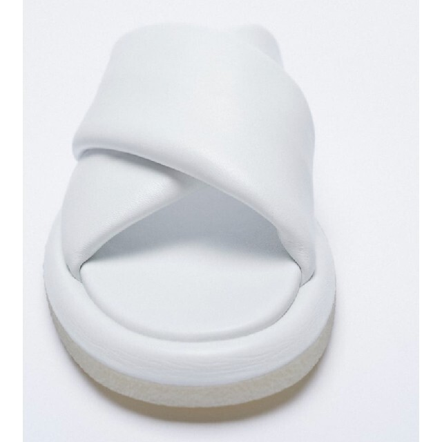 ZARA(ザラ)のZARA フラットリアルレザーサンダル 37サイズ 24cm レディースの靴/シューズ(サンダル)の商品写真