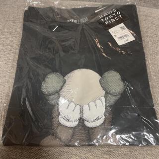 ユニクロ(UNIQLO)のカウズ ユニクロ Tシャツ Mサイズ(Tシャツ/カットソー(半袖/袖なし))