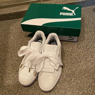 プーマ(PUMA)の超美品 PUMA BASKET HEART PATENT WHITE(スニーカー)