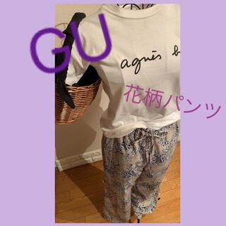 GU - GU ジーユー 花柄 ベージュ パンツ フレアパンツ ダマスク柄