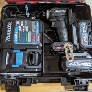 マキタ(Makita)の動作確認のみ、マキタ  40Vmax TD001黒 バッテリ2本・充電器付(工具)
