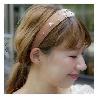 フラワー(flower)のpearl velvet hairbandパールベルベットカチューシャ(カチューシャ)