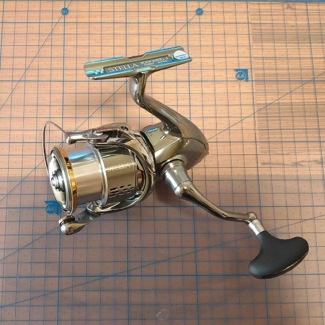 SHIMANO(シマノ)のSHIMANO 18ステラ3000MHG スポーツ/アウトドアのフィッシング(リール)の商品写真