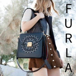 Furla - 【3回使用の極美品】フルラ FURLA ループ LOOP パンチング ブラック