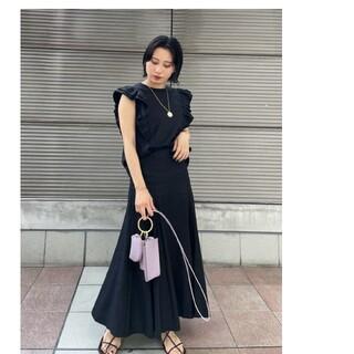 Mila Owen - 完売!新品未使用タグ付き☆ミラオーウェン 肩フリルマテリアルセットアップ