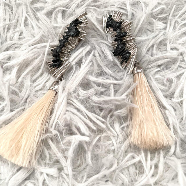 TOGA(トーガ)の値下げ メタルフリンジイヤリング toga レディースのアクセサリー(イヤリング)の商品写真