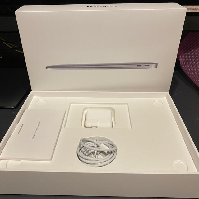 Mac (Apple)(マック)の【美品】MacBook air 2020 m1 8GB 256GB 充放電7回 スマホ/家電/カメラのPC/タブレット(ノートPC)の商品写真