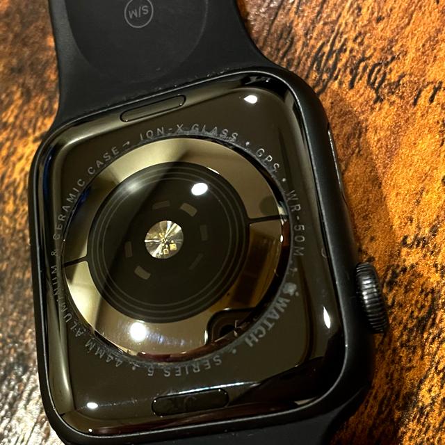 Apple Watch(アップルウォッチ)の付属品あり 44ミリ【Apple Watch series5  GPS】 スマホ/家電/カメラのスマートフォン/携帯電話(スマートフォン本体)の商品写真