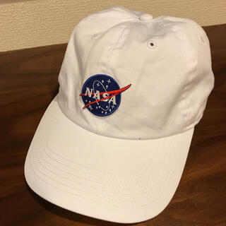 美品 NASA×NEWHATTANコラボロゴキャップ  ホワイト(キャップ)