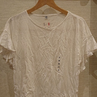 UNIQLO - ユニクロ  フリルスリーブTシャツ【新品・タグ付き】Msize❤️ ゆうパケット