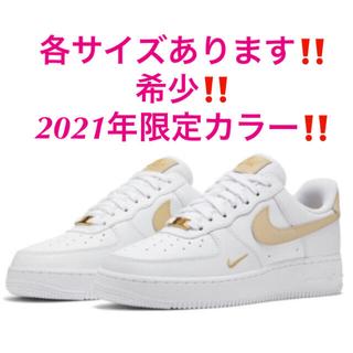 ナイキ(NIKE)の2021年希少‼️限定‼️ナイキ エアフォース1❤️白 ラタン ゴールド(スニーカー)