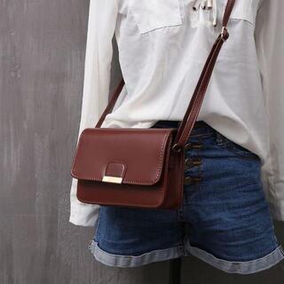 【ブラウン】小型でシンプルな ショルダーバッグ