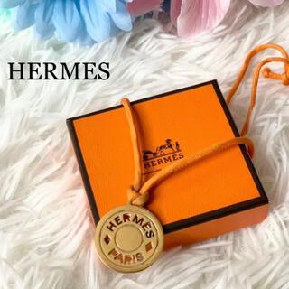 Hermes - 美品 HERMES エルメス セリエ コインネックレス ロゴ オレンジ 箱付