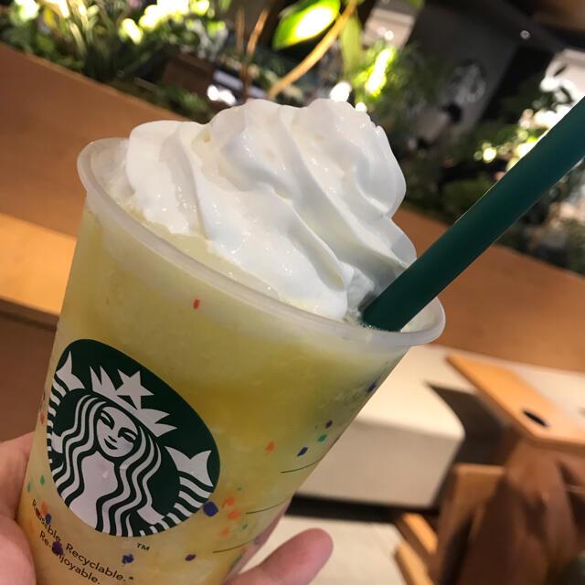Starbucks Coffee(スターバックスコーヒー)のスタバ リユーザブルカップ 473ml ドームリッドカラーチェンジング リ インテリア/住まい/日用品のキッチン/食器(グラス/カップ)の商品写真