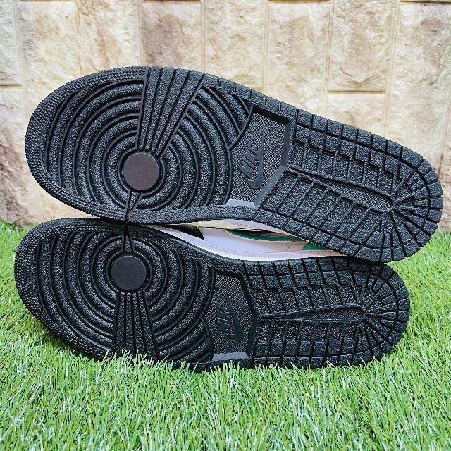 NIKE(ナイキ)のナイキ エアジョーダン 1 ミッド  ホワイト/トロピカル ツイスト-ブラック  メンズの靴/シューズ(スニーカー)の商品写真