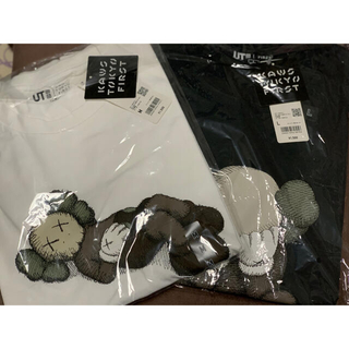 UNIQLO - カウズ UT グラフィックTシャツ 白、黒セット