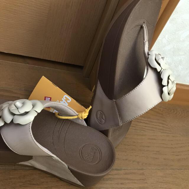 fitflop(フィットフロップ)の新品★フィットフロップ★お花のサンダル サイズ6(23〜23.5) レディースの靴/シューズ(サンダル)の商品写真
