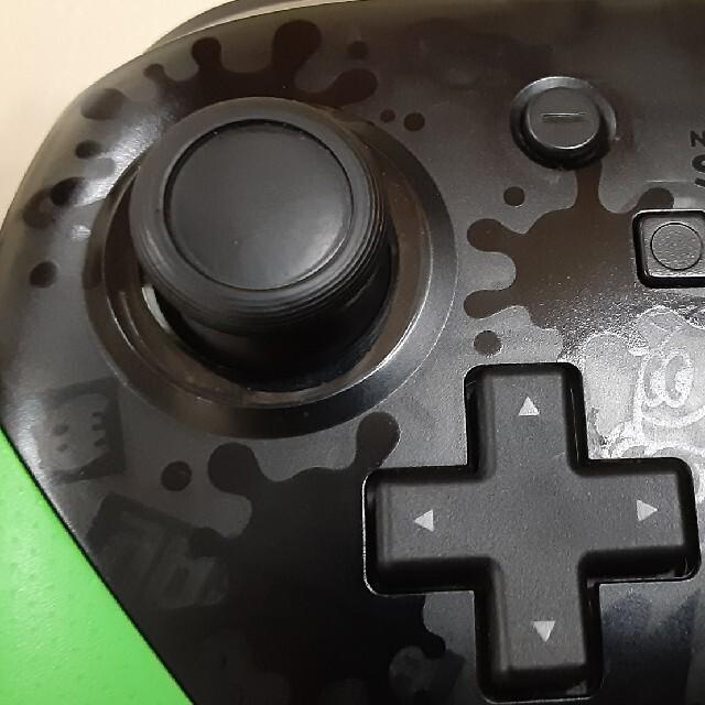 任天堂Switch 中古品純正プロコンスプラトゥーンカラー エンタメ/ホビーのゲームソフト/ゲーム機本体(家庭用ゲーム機本体)の商品写真
