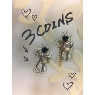 スリーコインズ(3COINS)の宇宙飛行士ピアス(ピアス)