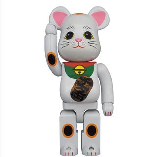 メディコムトイ(MEDICOM TOY)のBE@RBRICK 招き猫 白メッキ 発光 400% (その他)