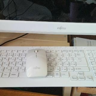 フジツウ(富士通)の一体式パソコン (デスクトップ型PC)
