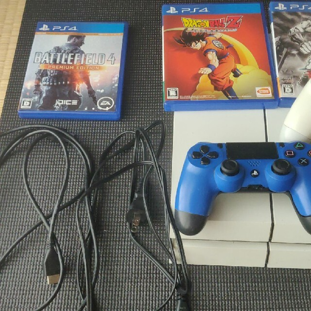 PlayStation4(プレイステーション4)のPS4 ソフト付き CUHー1200A 箱なし エンタメ/ホビーのゲームソフト/ゲーム機本体(家庭用ゲーム機本体)の商品写真