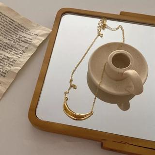 Ameri VINTAGE - crescent necklace