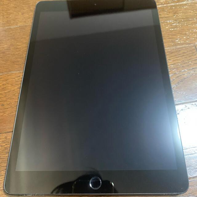 Apple(アップル)のiPad第8世代 スマホ/家電/カメラのPC/タブレット(タブレット)の商品写真