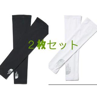 ザノースフェイス(THE NORTH FACE)の黒と白2枚お得セットTHE NORTH FACEアームカバー UV CUT (トレーニング用品)