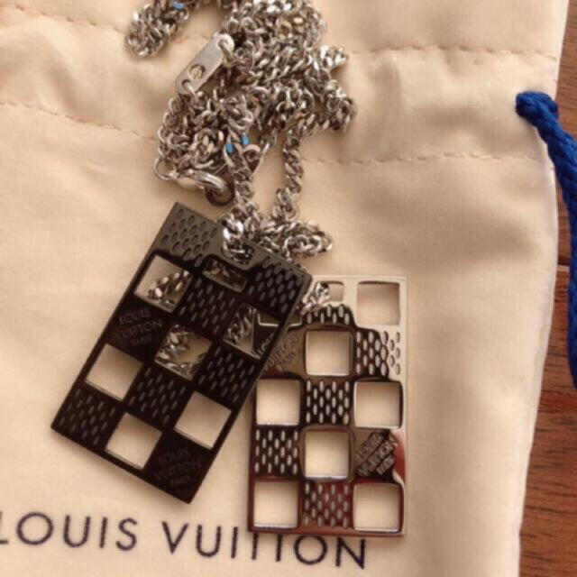 LOUIS VUITTON(ルイヴィトン)の新品 ルイヴィトン ダミエパーフォレート プレート ネックレス メンズのアクセサリー(ネックレス)の商品写真