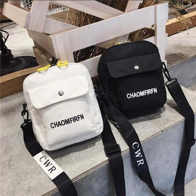 大人気のミニサイズ ボディバッグ お洒落 ロゴ コンパクト ブラック 韓国 レディースのバッグ(ショルダーバッグ)の商品写真