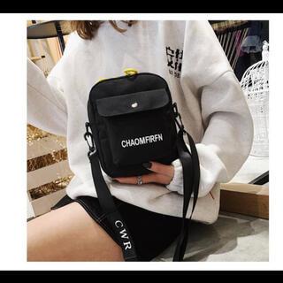 大人気のミニサイズ ボディバッグ お洒落 ロゴ コンパクト ブラック 韓国