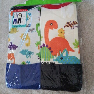 ニシマツヤ(西松屋)のお得!新品 年中素材生地 長袖パジャマ 恐竜プリント2セット110cm(パジャマ)