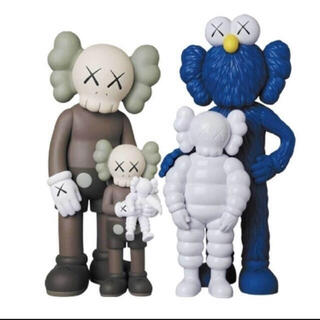#1 KAWS FAMILY BROWN BLUE WHITE フィギュア 新品