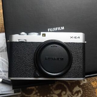 富士フイルム -  富士フイルム X-E4 FUJIFILM シルバー試写のみ新品同様品