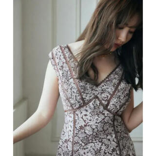 her lip to Lace Trimmed Floral Dress
