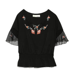 リリーブラウン(Lily Brown)のLily Brownリリーブラウン ハチドリチュール刺繍ブラウス(シャツ/ブラウス(半袖/袖なし))