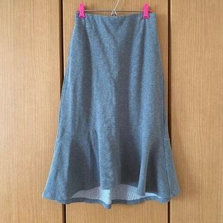 ユニクロ(UNIQLO)のグレーのスウェットスカート(ひざ丈スカート)