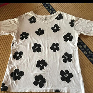 ユニクロ(UNIQLO)のTシャツ 白 花 レディースL UNIQLO(Tシャツ(半袖/袖なし))