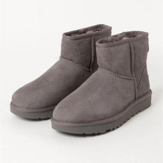 アグ(UGG)の【新品未使用】UGG ブーツ クラシックミニII グレー US6(ブーツ)