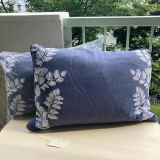 ローラアシュレイ(LAURA ASHLEY)のワックスハム刺繍クッション フェザーパッド 新品 ローラアシュレイ(クッション)