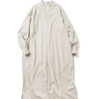 コモリ(COMOLI)のLENO BAND COLLAR PULLOVER DRESS(ロングワンピース/マキシワンピース)