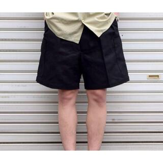 コモリ(COMOLI)のNEAT ニート 新品未使用 リネンカーゴショーツ ブラック(ショートパンツ)