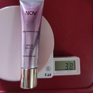 ノブ(NOV)のノブ L&W デイエッセンス UV(化粧下地)
