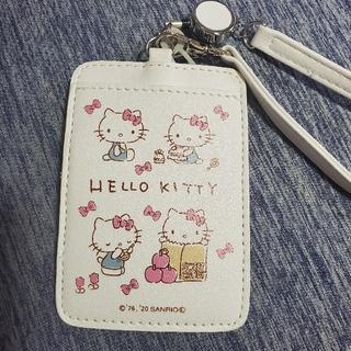 サンリオ(サンリオ)の【新品】キティちゃん☆パスケース(リール付き)(名刺入れ/定期入れ)